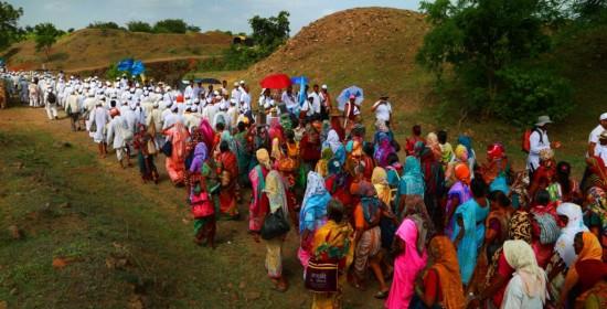 Confluence-of-two-padayatras,-the-one-from-Kanyakumari-to-Kashmir-and-the-other,-to-Pandarpur,-Ralegansiddhi,-Ahmednagar,-Maharashtra