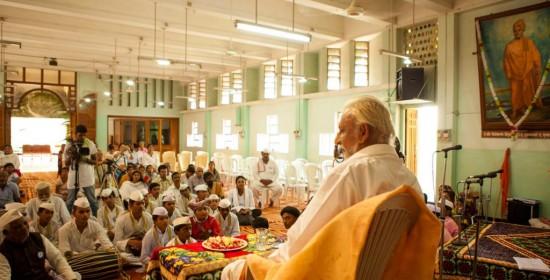 Sri-M-addressing-the-assembled-at-the-Jnyana-Prabodhini-School-auditorium-on-arrival-Solapur-Maharashtra